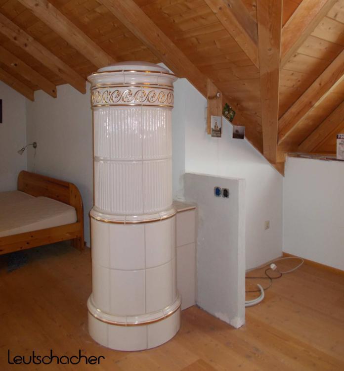 alten kachelofen sie den kachelofen eines alten. Black Bedroom Furniture Sets. Home Design Ideas