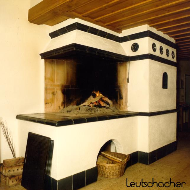 kachelofen leutschacher kachelofen heiztechnik grundofen warmluftofen heizkamin kombi ofen. Black Bedroom Furniture Sets. Home Design Ideas