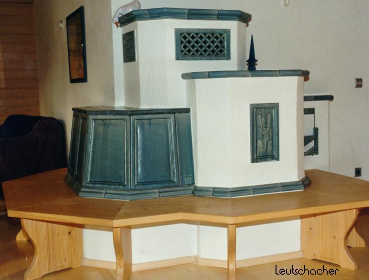 kachelofen gemauert verputzt mit sitzbank leutschacher. Black Bedroom Furniture Sets. Home Design Ideas