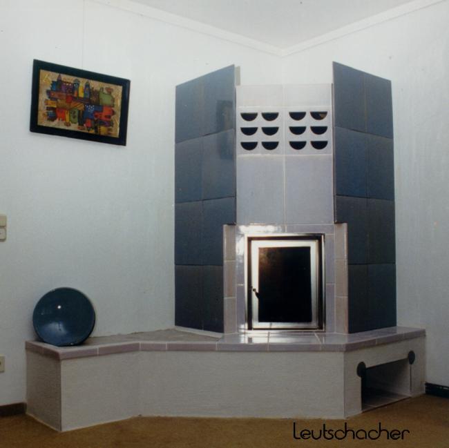 kachelofen modern individuell geplanter holzofen oder. Black Bedroom Furniture Sets. Home Design Ideas